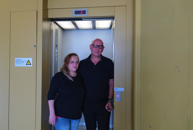Brandweer bevrijdt bewoner uit defecte lift in sociale woonwijk De Venning