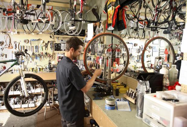 Covid-19 brengt fietsmicrobe mee: fietsenmakers hebben het drukker dan ooit