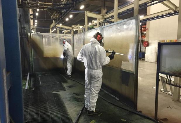 Arbeiders raken ernstig verbrand door chemisch product: bedrijven riskeren fikse boete
