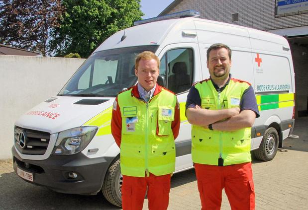 """Zwevegemse Rode Kruisvrijwilligers springen bij waar ze kunnen: """"Al 2.000 coronakilometers"""""""