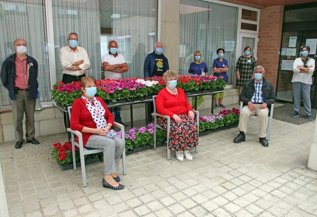 Bloemen voor personeel WZC Marialove in Heestert