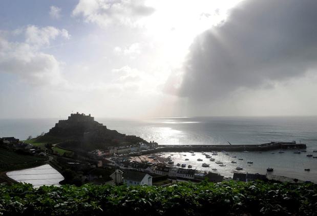Groot-Brittannië stuurt marineschepen naar Jersey om visconflict