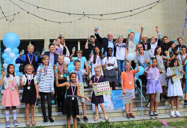 Ultrakid Johannes op het podium in Utrecht voor uitreiking Nederlandse Kinderprijs