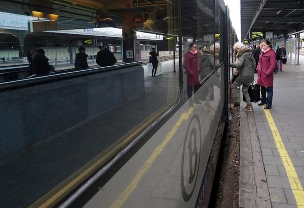"""Tommelein: """"Zolang NMBS geen sluitend veiligheidsplan heeft, hoeven extra treinen niet"""""""