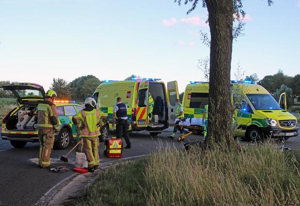 Drie gewonden bij aanrijding tussen motard en fietser in Moen