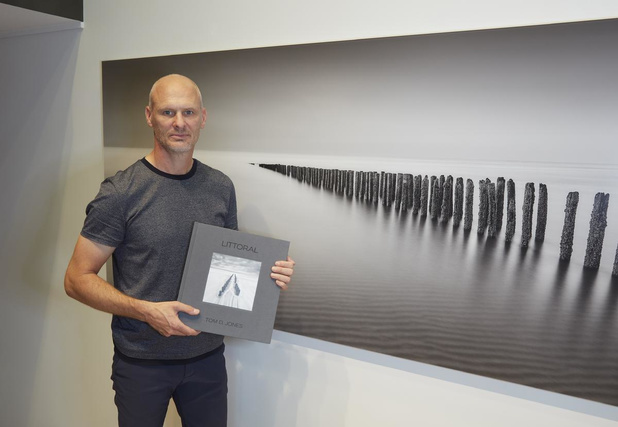 Fotograaf Tom D. Jones lanceert eerste fotoboek in zwart-wit