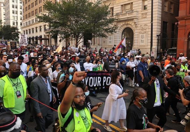 Amerikanen betogen tegen discriminatie minderheden bij verkiezingen