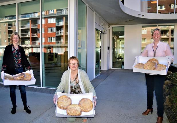 Bakkersvrouw trakteert bewoners en personeel woonzorgcentrum op 20 kilo pannenkoeken