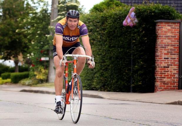 Lookalike Frans fietst 75 kilometer op 75ste verjaardag Eddy Merckx