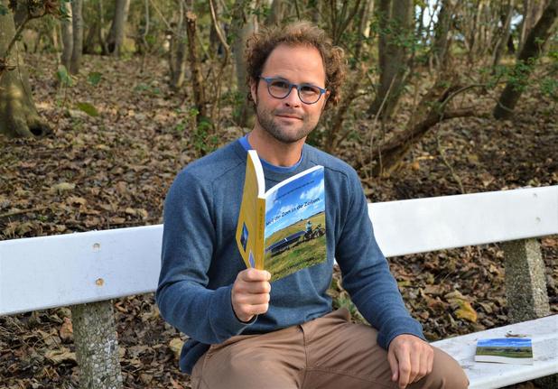 Benoit schrijft fietsavontuur door 19 Europese landen neer in boek