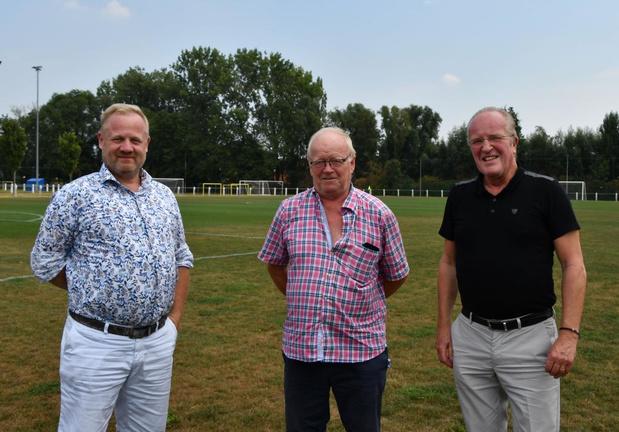 Jacques Soete geeft de fakkel van KRC Bissegem door aan Marc Cheyns