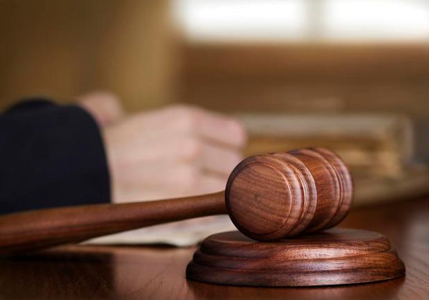 Transmigrant die in Zeebrugge betrapt werd met gestolen jas en zonnebrillen krijgt negen maanden cel
