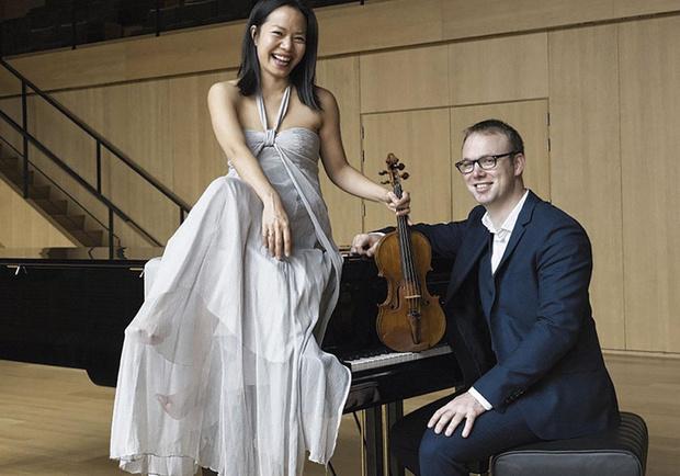 Classic & Classics à la D'IETEREN GALLERY avec Ning Kam (au violon) et Liebrecht Vanbeckevoort (au piano).