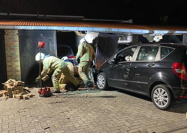 Auto ramt twee garages in Brugge