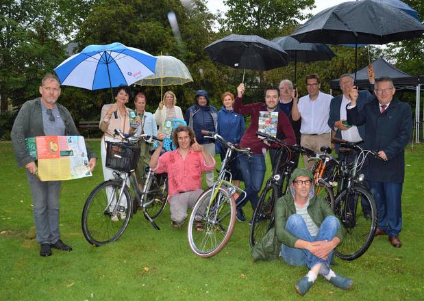 Culturele vereniging 'Uitwijken' viert tiende verjaardag met fietskaart