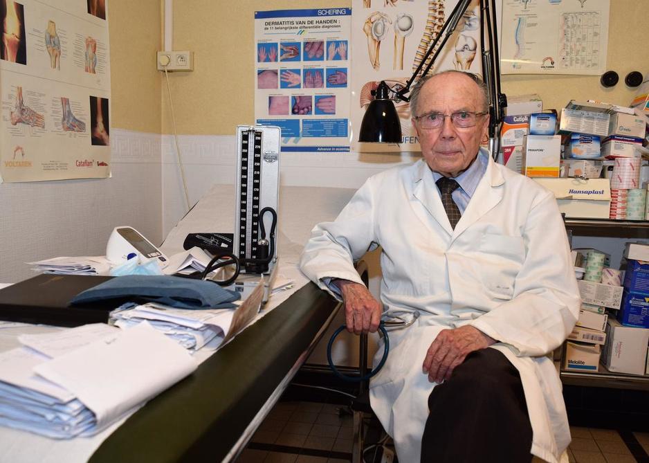"""Dokter Desmyter (83) gaat met pensioen: """"Minister De Block moet luisteren naar de virologen"""""""