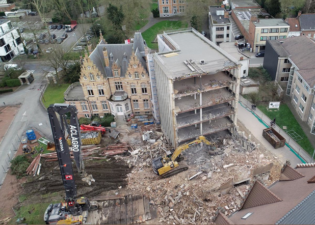 Afbraak kantoorgebouw Bekaert in Zwevegem vordert goed