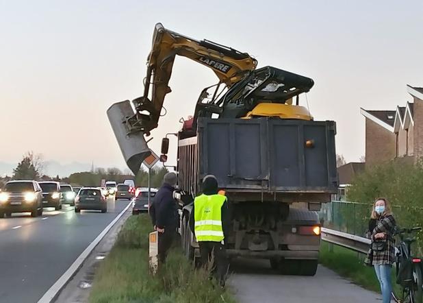 Opnieuw vrachtwagen tegen brug in Zwevegem