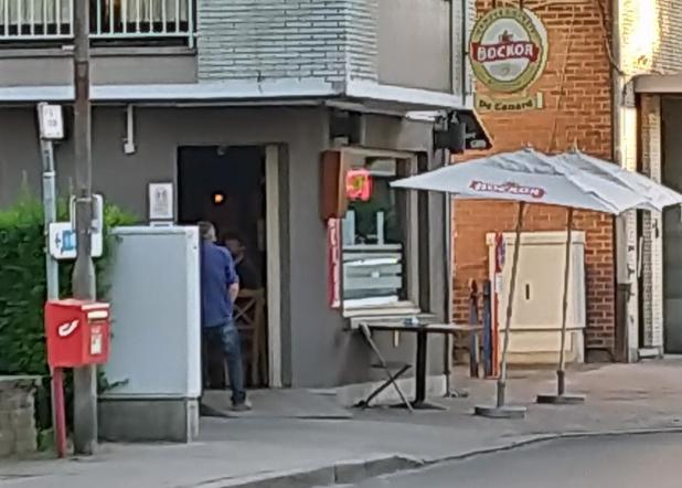 Burgemeester sluit café Canard in Zwevegem
