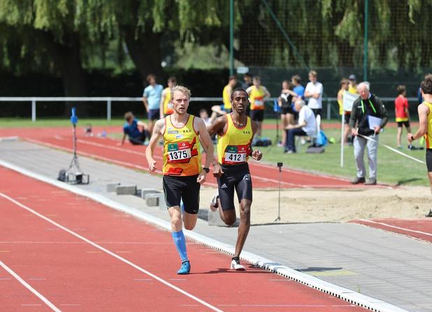 Clubmeeting van KKS lost de verwachtingen in, Dylan Monserez loopt nieuw PR op 800 meter