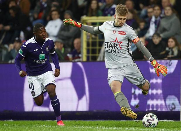 'Met mijn voetenspel is het normaal dat Anderlecht geïnteresseerd is'