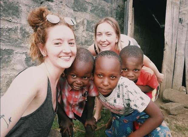 """Zuienkerkse Celien en Jana vervroegd terug uit stage in Kenia: """"Op safari tickets geboekt"""""""