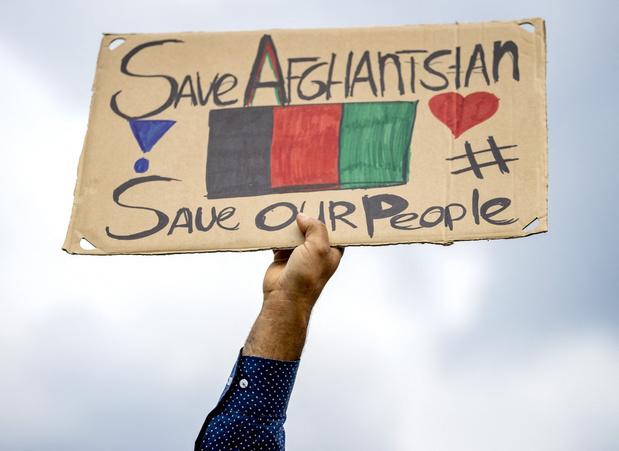 Nederlandse politie moet ingrijpen bij protest aan opvanglocatie voor Afghanen