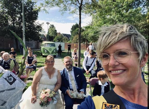Eerste Poperingse huwelijken in openlucht zijn een feit