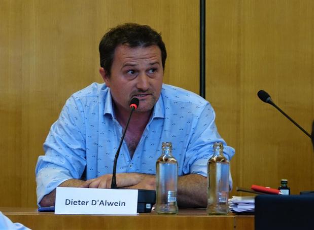 Cafébaas Dieter D'Alwein legt eed af bij Bijzonder Comité voor de Sociale Dienst