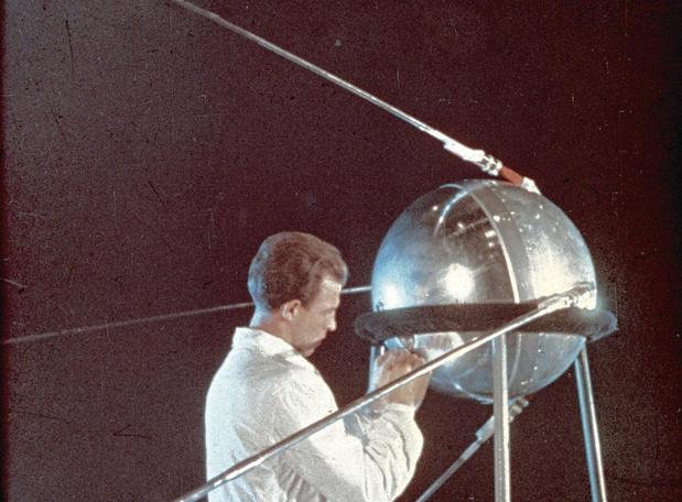 Le 4 octobre 1957, Spoutnik met les Soviets sur orbite