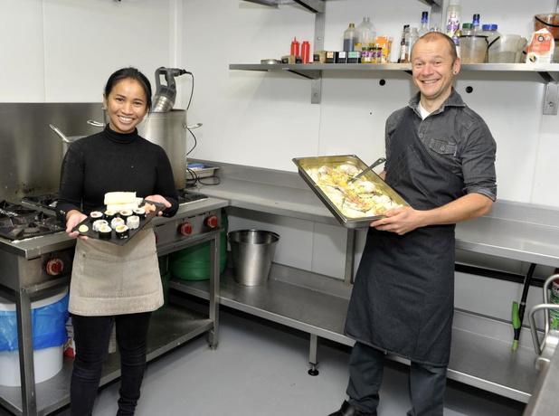 Narkorn Sombatsawat maakt Aziatische gerechten bij Bart Buyse in Ingelmunster