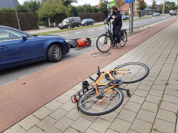 Bromfietser en fietser knallen tegen elkaar