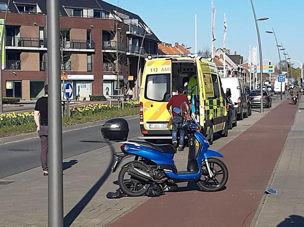 Scooter aangereden door auto aan AZ Delta in Roeselare