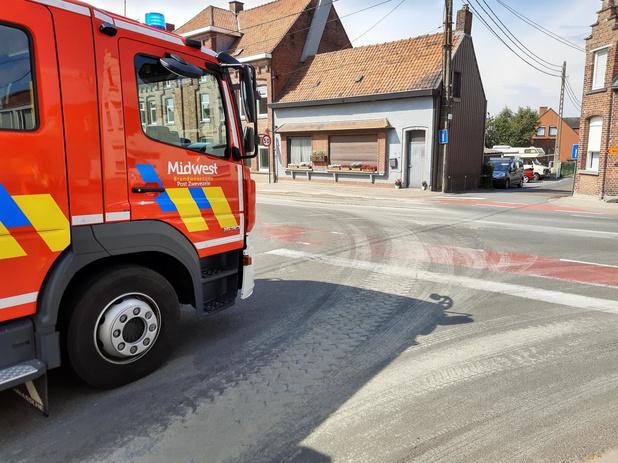 Brandweer verwijdert betonspoor in Kasteelstraat en Brugsesteenweg