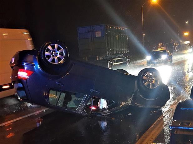 Auto gaat overkop na ongeval langs Meensesteenweg