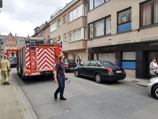 Bewoner sticht brand in zijn eigen appartement