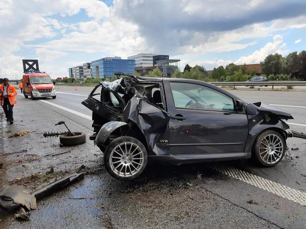 Man raakt lichtgewond na crash op E403 in Rumbeke