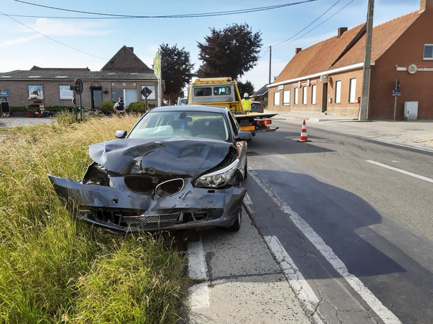 Chauffeur naar ziekenhuis na botsing op kruispunt