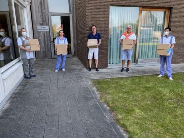 Kiwanis Knokke-Zoute schenken 400 paashazen aan zorgpersoneel Knokke-Heistse rusthuizen