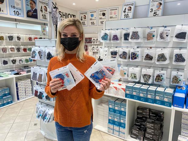 """Jaimy (34) vervangt lederwaren door mondmaskers in haar winkel: """"Je moet creatief zijn"""""""