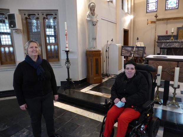 Zorgpastores Tania Coene van De Lovie krijgt prijs van de Spirituele Zorg
