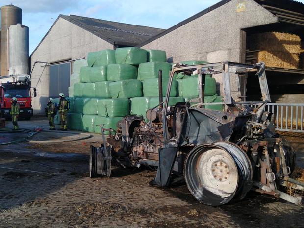 Tractor vliegt in brand in loods, landbouwer al twee keer getroffen in drie weken tijd