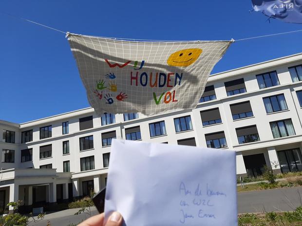 Curieus Oostende verdeelt hartverwarmende boodschappen onder de woonzorgcentra