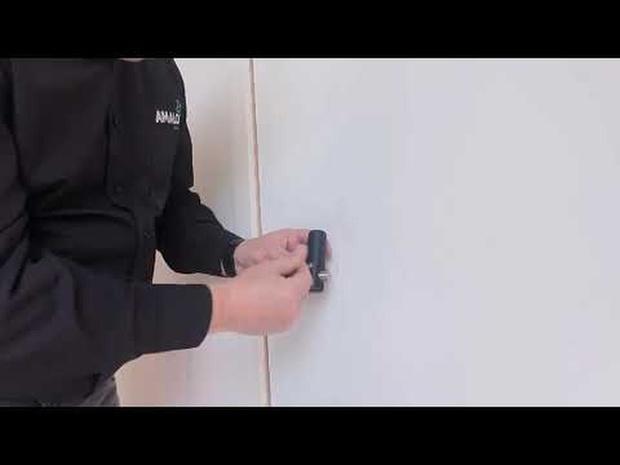 Handenvrije deuropener van Amalo in mum van tijd geïnstalleerd