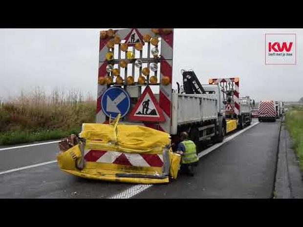 Monsterfile op E403 richting Doornik door ongeval van vrachtwagen en botsabsorbe