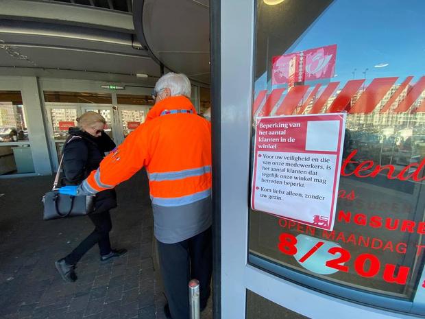 Delhaize beperkt aantal klanten op zelfde moment in winkel