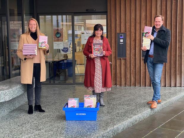 Jeugdschrijfster schenkt leesboek aan elk kind van derde leerjaar in Beernem