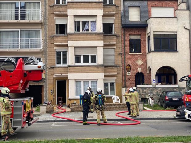 Gezin van vijf kan brandend appartement verlaten in Blankenberge