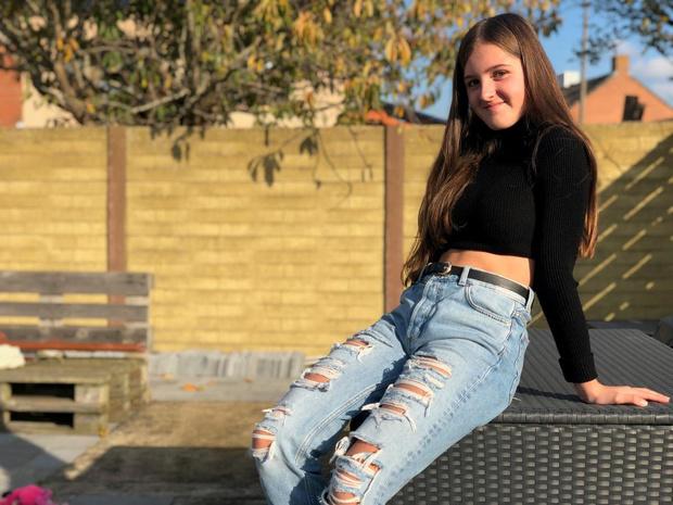 14-jarige Amélie zingt over haar gevecht tegen anorexia