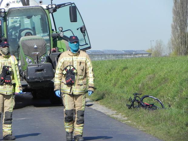 Wielertoerist komt om het leven bij ongeval met tractor